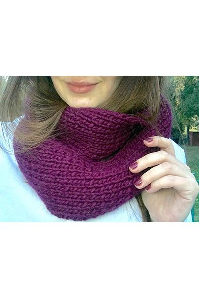 Фото бордового шарфа